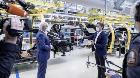 Mercedes-Benz resuming production (4)