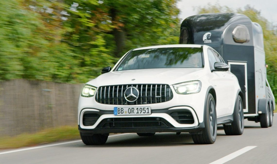 How does the Mercedes-Benz Trailer Manoeuvring Assist work?