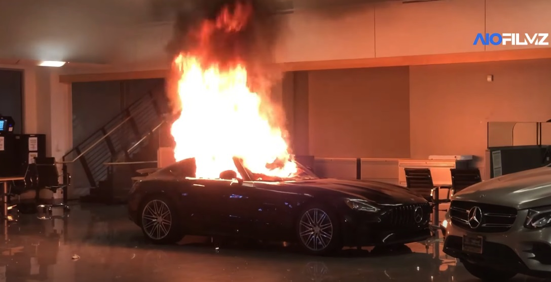 Rioters torch cars in a Mercedes-Benz dealership during protests ...