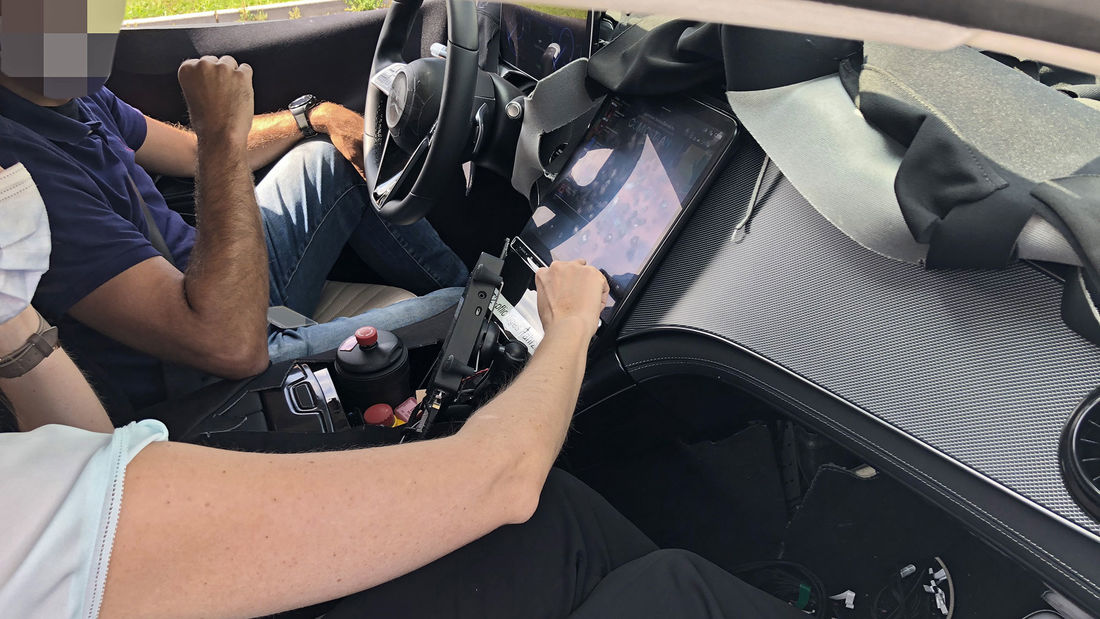 First pictures with the Mercedes EQS interior