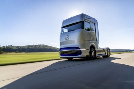 World premiere of Mercedes-Benz fuel-cell concept truck (3)