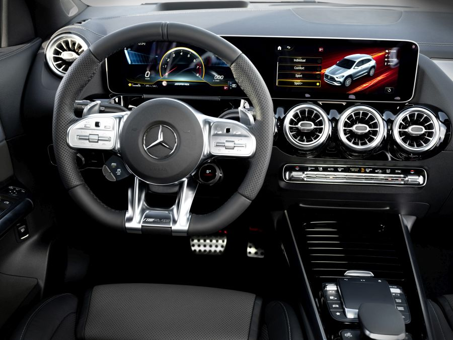 dashboard Mercedes-AMG GLA 35