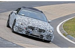 Mercedes-AMG SL in tests on the racetrack