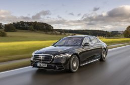 The new Mercedes-Benz S-Class on the autobahn. How does the saloon accelerate?