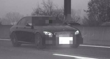 Mercedes driver flashes along the autobahn and now might end up in jail