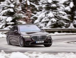 Test drive Mercedes S 500 4Matic W223: Special class