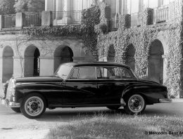 """Why the Mercedes-Benz 300 is called the """"Adenauer Mercedes""""?"""