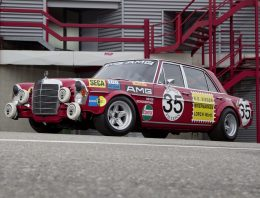 The Mercedes-Benz 300 SEL 6.8 AMG – 50 years since the first victory of the Red Pig
