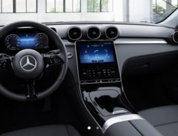 How it looks the basic Mercedes C-Class with standard displays