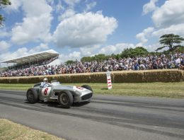 """Mercedes-Benz 300 SLR """"722"""" pays tribute to Sir Stirling Moss"""
