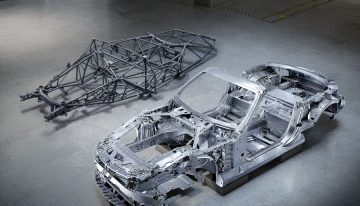 The 2022 Mercedes SL is back to lightweight structure