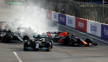 The silly mistake that sent Lewis Hamilton straight to P15 in Baku