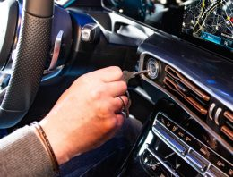 The history of the ignition key – Mercedes-Benz Museum