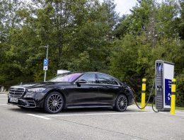 First comparison Mercedes S 580 e 4Matic vs Audi A8 60 TFSI e Quatro, BMW 745e
