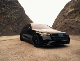 """A sedan for """"Men in Black"""" – 2021 Mercedes-Benz S-Class with 22-inch wheels"""